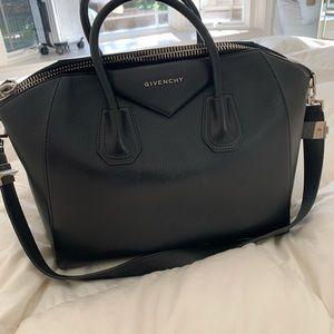 Givenchy Médium leather satchel bag